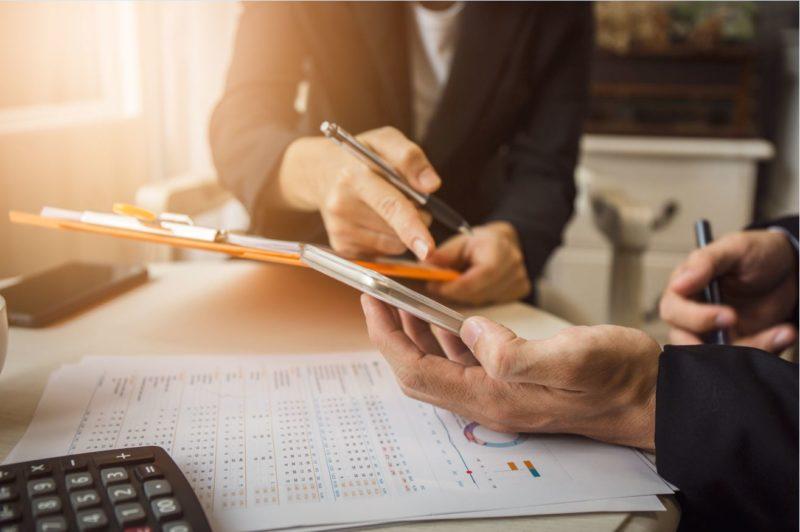 Un investissement en location meublée bénéficie d'une fiscalité attrayante. Cependant, les conséquences fiscales du décès de l'investisseur peuvent être importantes pour ses ayants droit, si aucune précaution n'est prise.